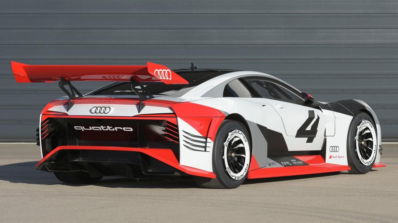 Audi представила гоночный электрокар 2018 Audi e-tron Vision Gran Turismo Concept мощностью 815 и 773 л.с.