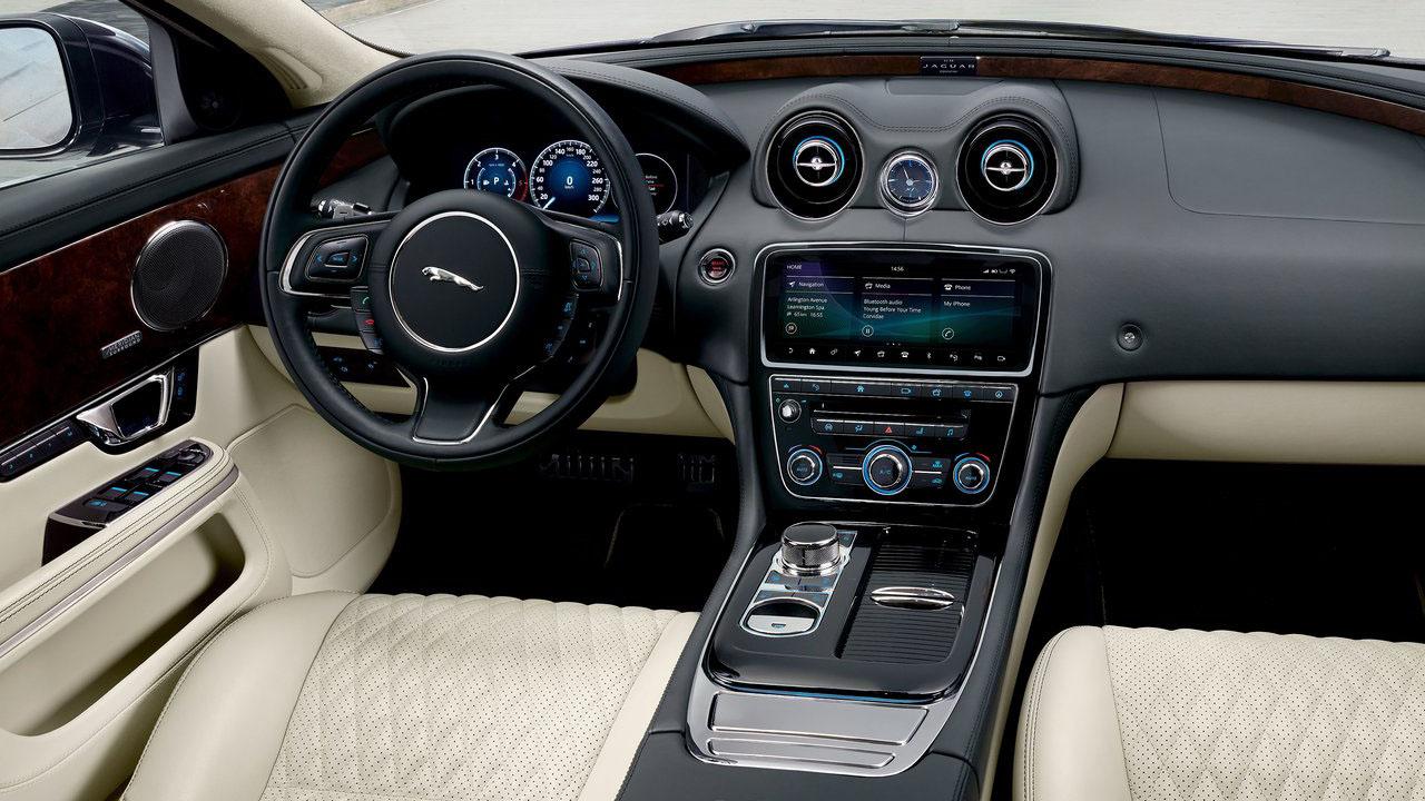Jaguar показал новый седан 2019 Jaguar XJ50 выпущенный в честь 50-ти летия Jaguar XJX351