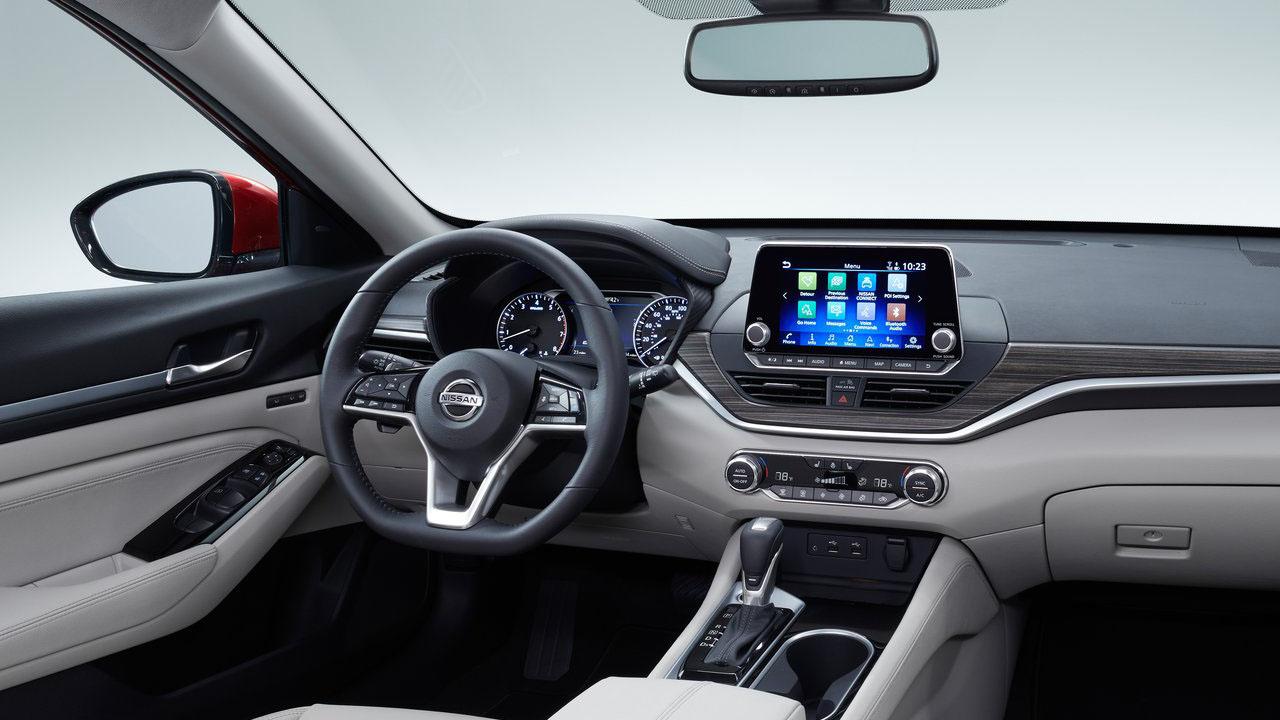 В Нью-Йорке представили обновленный японский седан 2019 Nissan Altima 6 поколения