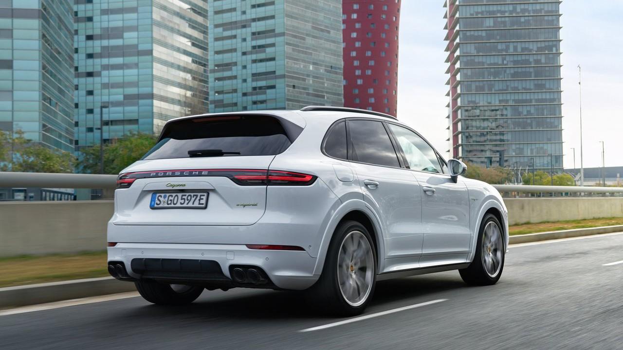 Новый 2019 Porsche Cayenne E-Hybrid - гибрид 3-го поколения