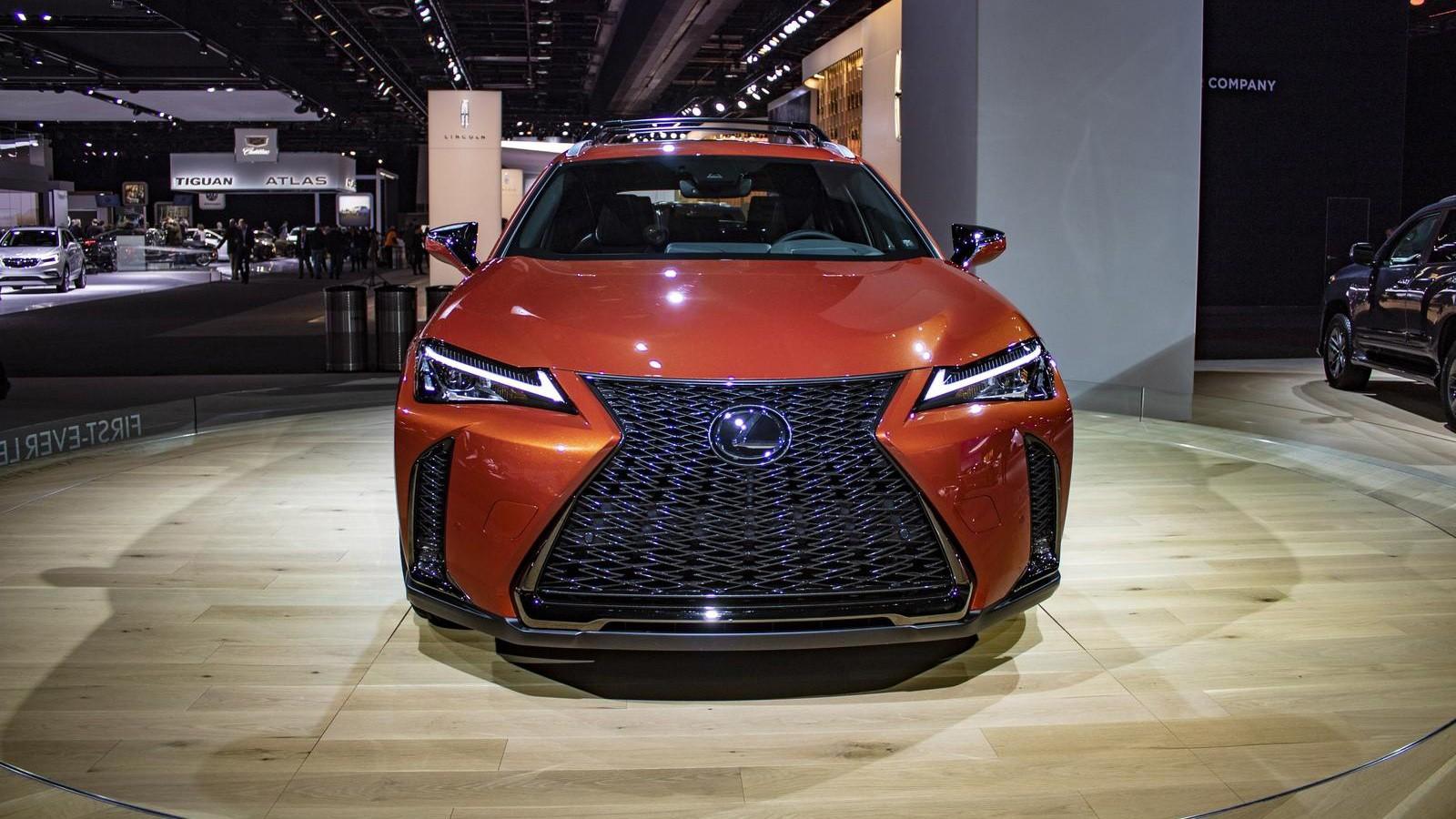 Novyj Lexus UX 2019 jekster'er, vneshnij vid, obzor, foto, tehnicheskie harakteristiki