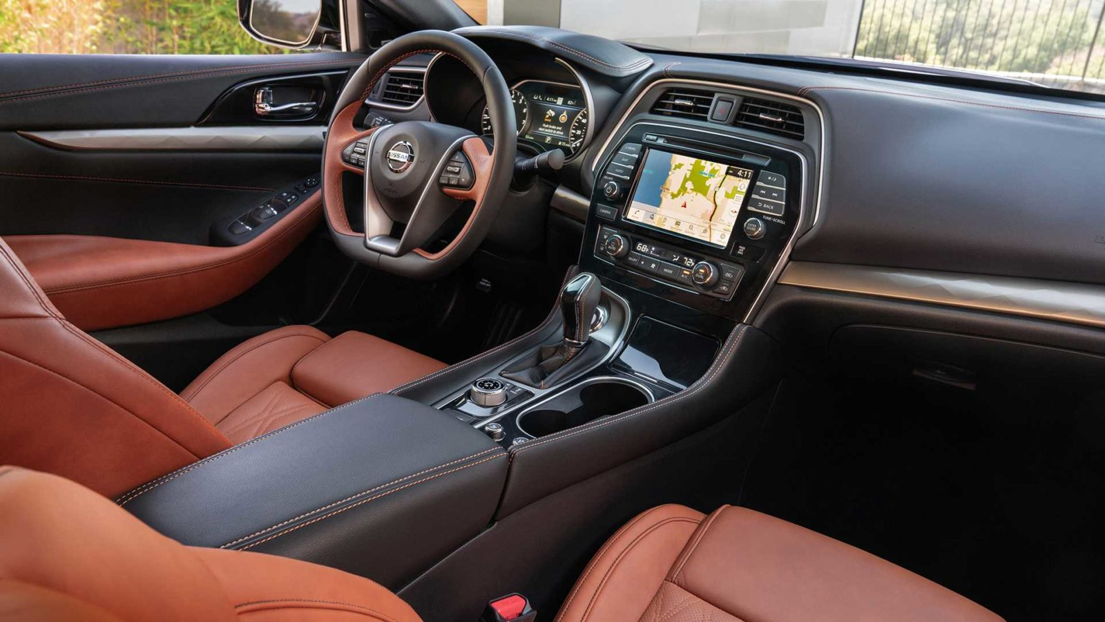 Nissan Maxima 2019 inter'er, foto