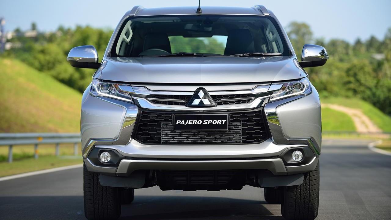 2020 Mitsubishi Pajero Interior Pictures