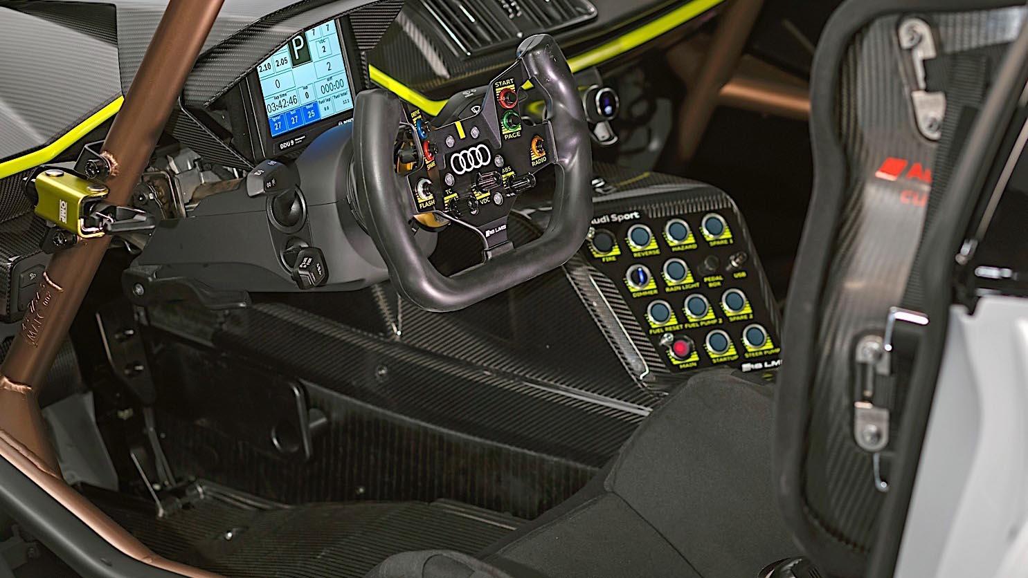 2020 Audi R8 LMS GT2 салон, интерьер
