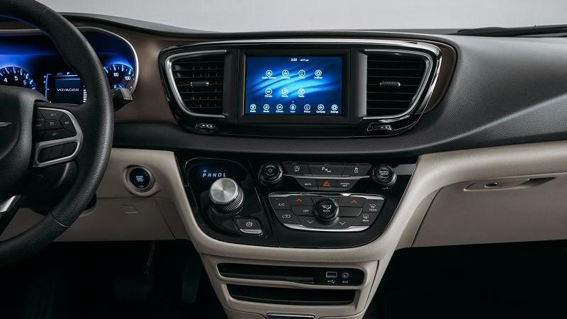 2019 Chrysler Voyager foto, inter'er, mul'timedia, tehnicheskie harakteristiki, cena, data vyhoda — video
