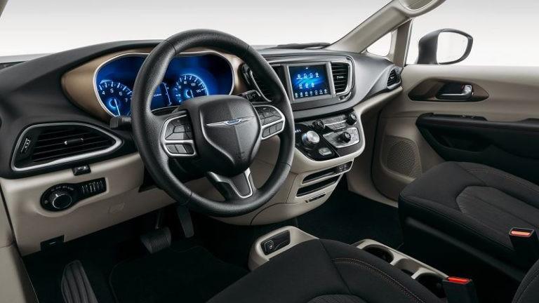 2019 Chrysler Voyager foto, inter'er, salon, tehnicheskie harakteristiki, cena, data vyhoda — video