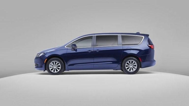 2019 Chrysler Voyager foto, jekster'er, vid sboku, tehnicheskie harakteristiki, cena, data vyhoda — video