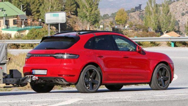 2020 Porsche Macan Turbo foto, jekster'er, vid szadi, tehnicheskie harakteristiki, cena, data vyhoda