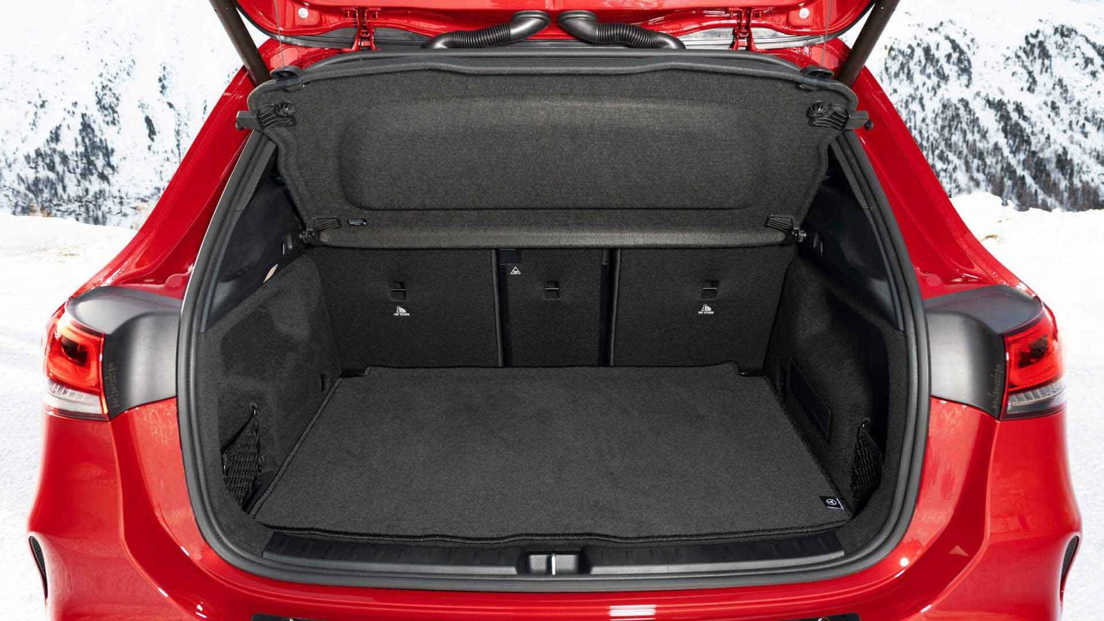 Mercedes GLA 2021 фото, технические характеристики, цена, багажник, багажное отделение