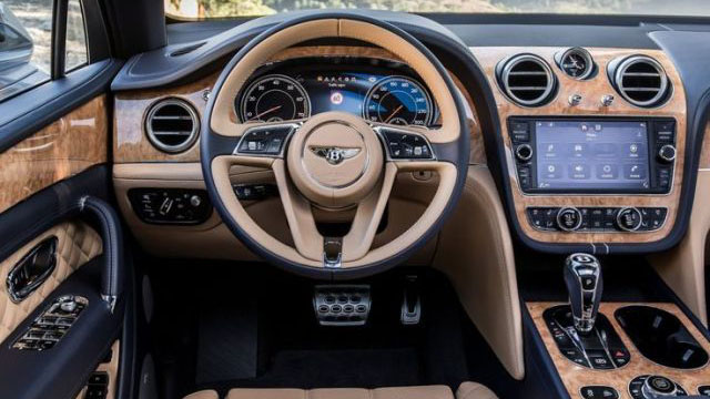 Интерьер Bentley Bentayga 2021
