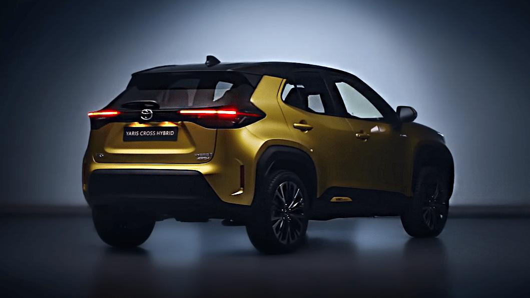 Toyota Yaris Cross 2021 сзади