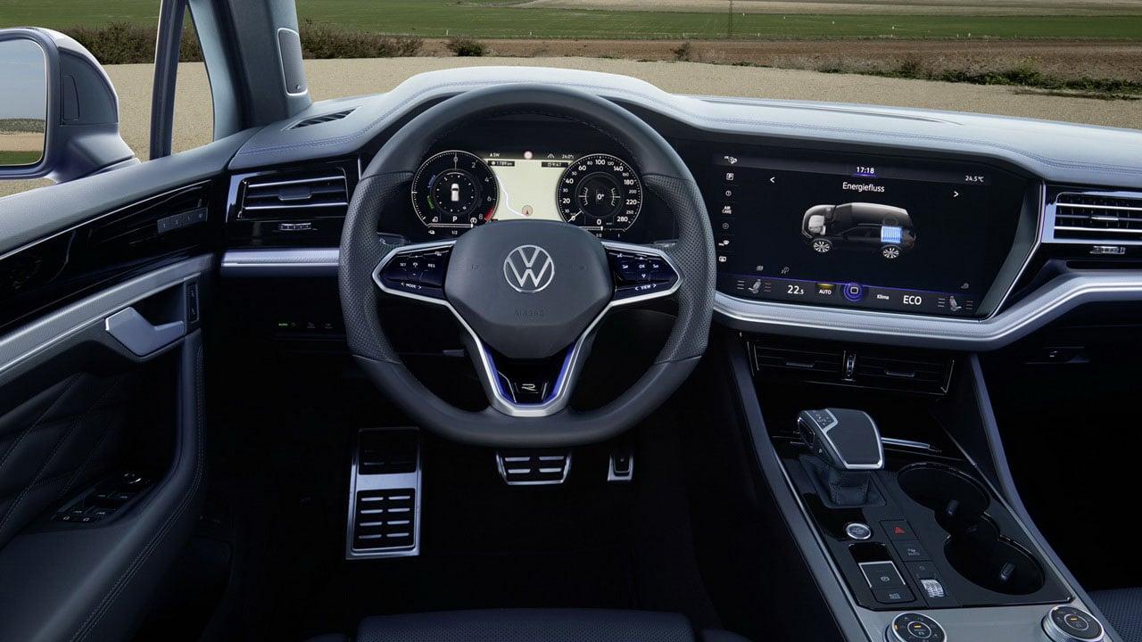 Volkswagen Touareg R 2021 салон