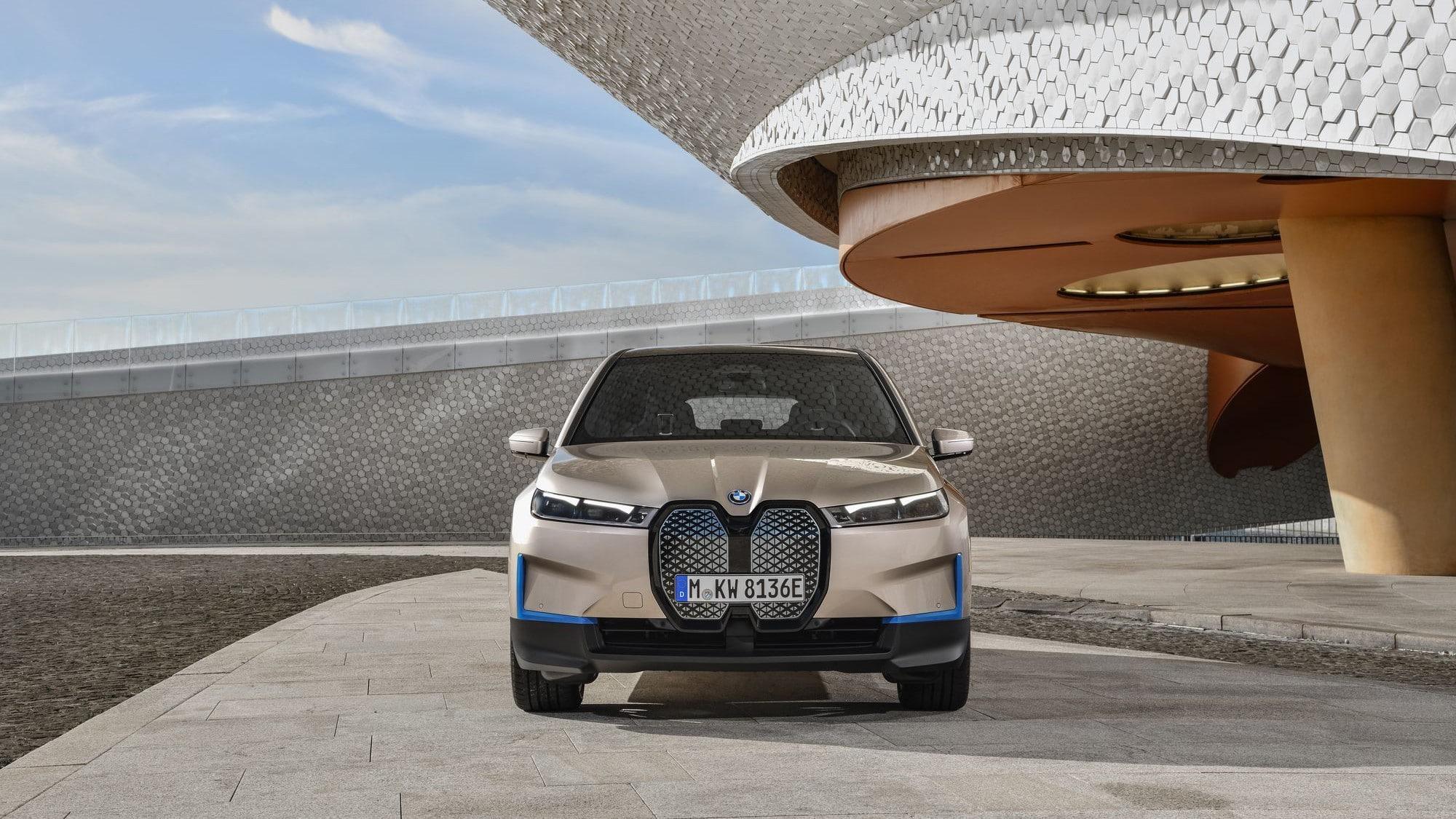Экстерьер BMW iX 2022