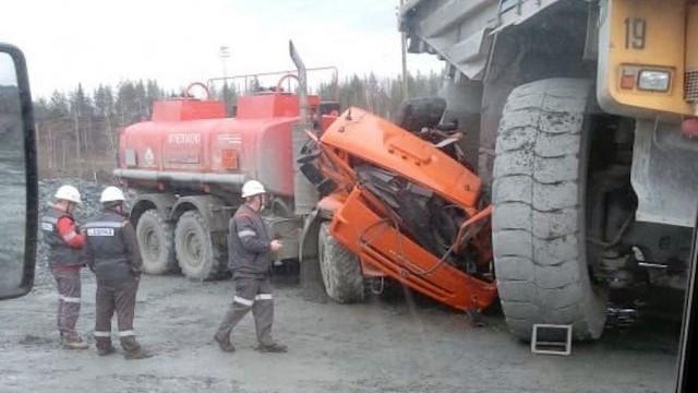 БелАЗ «слегка зацепил» Камаз