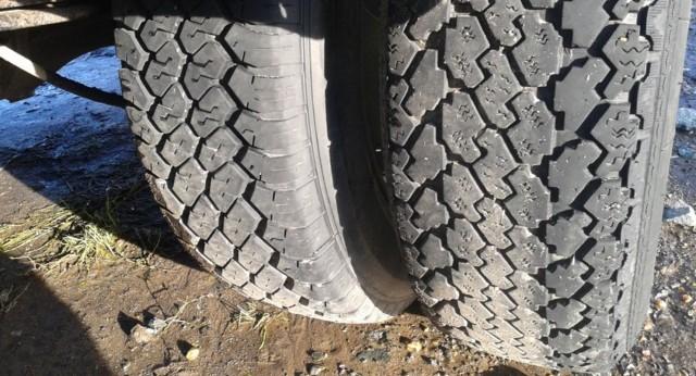 Разный рисунок протектора шины