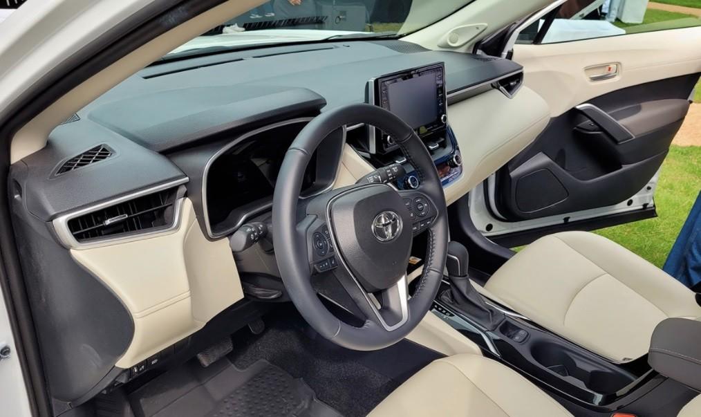 Новый Toyota Corolla Cross 2021 года