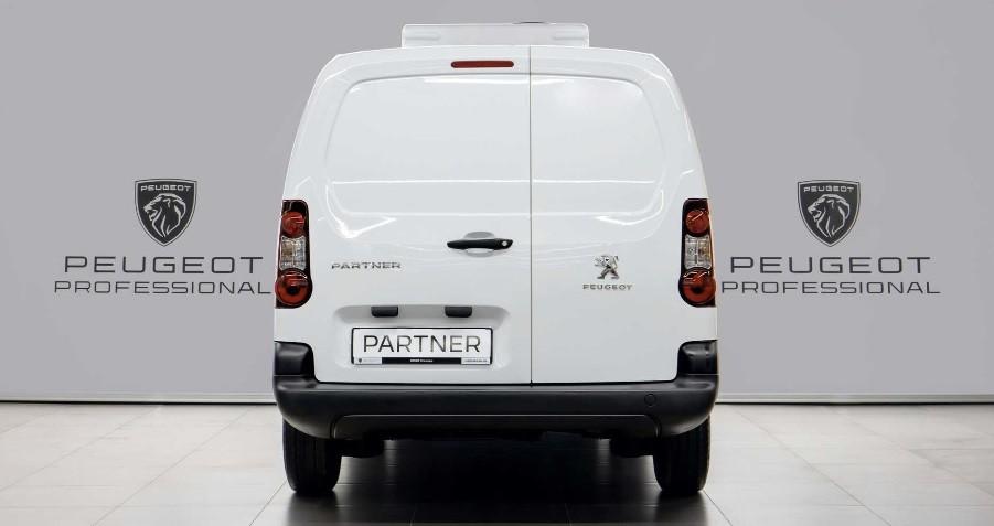 изометрический фургон Пежо Партнер 2022 фото