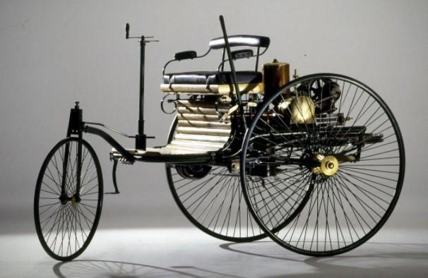 самый первый в мире автомобиль фото