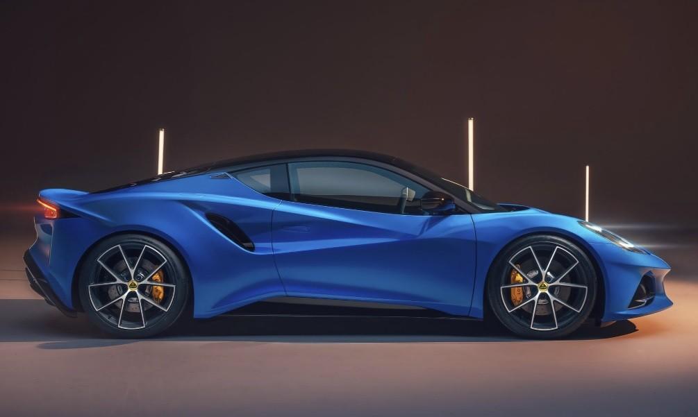 спорткар Lotus Emira 2021