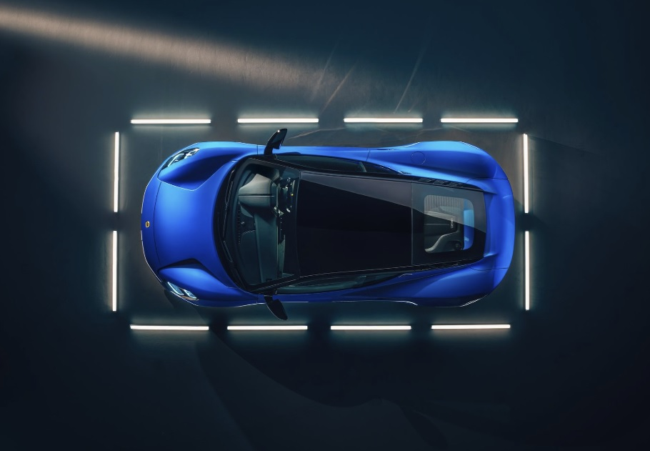 спорткар Lotus Emira 2022 фото